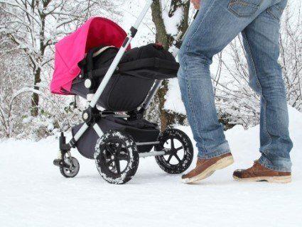 Горе-татусь на прогулянці з візком мало не довів немовля до переохолодження (фото)