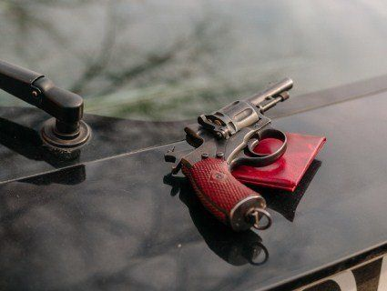 У Дніпрі комунальник відкрив стрільбу по паліях сухостою