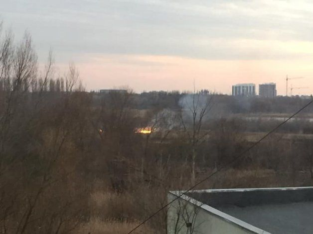 Берег Стиру в Луцьку охоплений вогнем (фото)