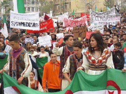В Алжирі пройшла грандіозна акція протесту (фото, відео)
