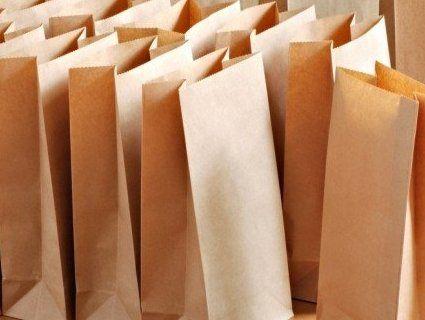 Може знудити: українці просять разом із бюлетенями видавати паперові пакети