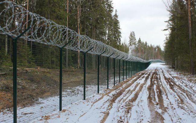 Латвія на кордоні з Росією звела паркан з колючого дроту