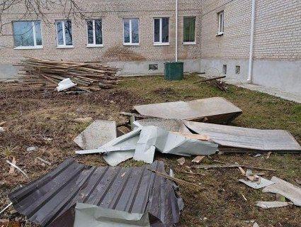 У школі під Луцьком призупинили навчання через зірваний дах (фото)