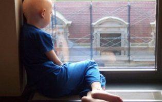 Милосердя людське: 6 тисяч осіб захотіли стати донорами для хворого на рак хлопчика