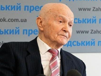 Український вчений перетворює вуглекислий газ на їжу