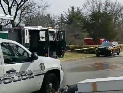 Транспортний літак впав на житловий будинок (фото)