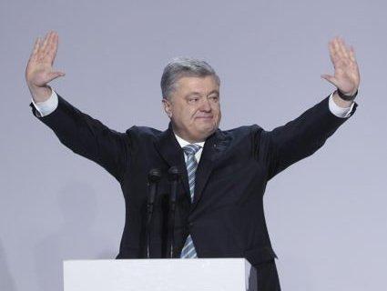 Полетів на фронт: Порошенко не їде на Волинь