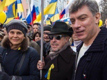 Біля посольства Росії встановили меморіал Нємцову (фото)
