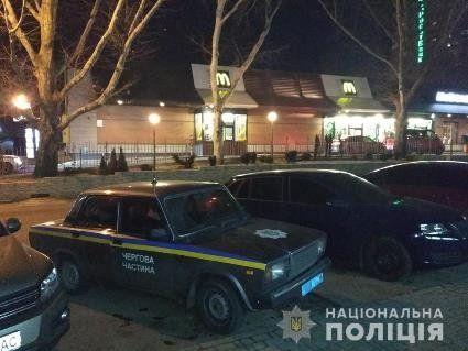 У Миколаєві «не поділили гамбургер» на McDrive, тому стріляли один в одного