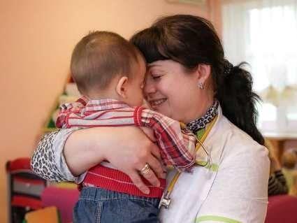 Новонароджений, якого мати-українка покинула у московському пологовому, повернувся в Україну
