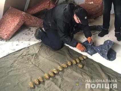 На Рівненщині виявили цілий арсенал зброї: патрони, вибухівку, гранатомети (фото, відео)