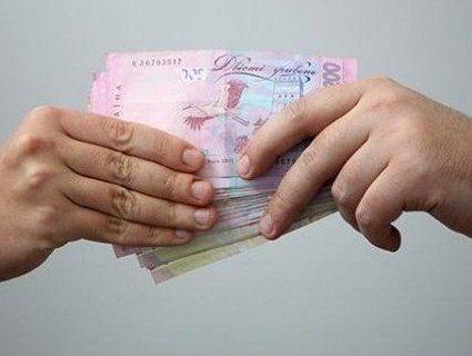 Провокація чи підкуп: під Луцьком виборцям роздавали по тисячі гривень
