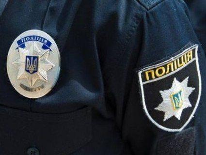 Чоловік жбурнув у вітрину київського магазину ємність із запальною сумішшю