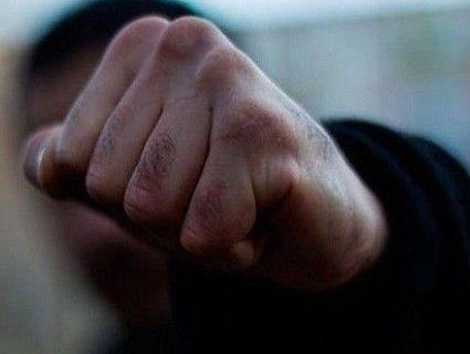 В Києві темношкірий чоловік побив циганок (відео 18+)