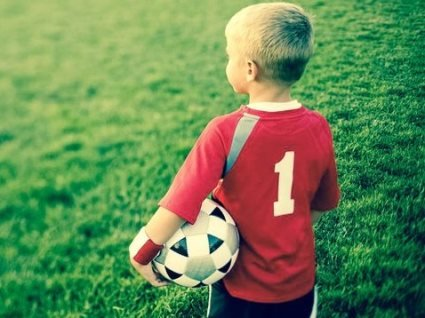 На Дніпропетровщині діти грали у футбол... на роздягання