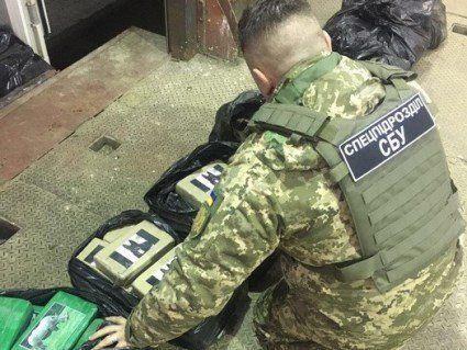 В Одесі в контейнері із бананами знайшли рекордну партію кокаїну (фото)