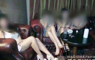 У Києві в стриптиз-клубі надавали інтимні послуги (фото, відео)