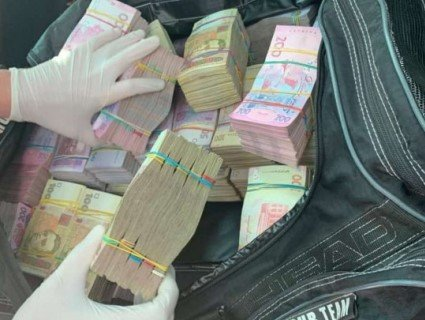 На Рівненщині затримали учасника «Юлиної піраміди» з 2,5 мільйона гривень для підкупу виборців