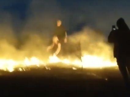 «Фотки вийдуть вогонь!»: у Рівному підлітки влаштували фотосесію на фоні пожежі (відео)