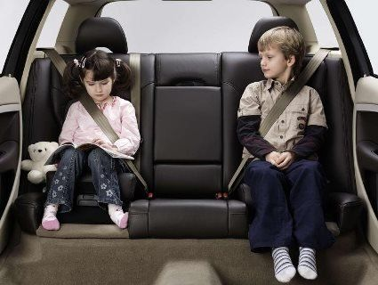 Пасажири в авто не пристебнули ремені безпеки – водій сплатить штраф