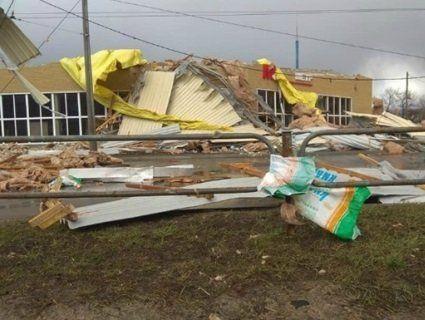 Апокаліпсис: у Чернігові ураган змітав усе на своєму шляху (відео, фото)