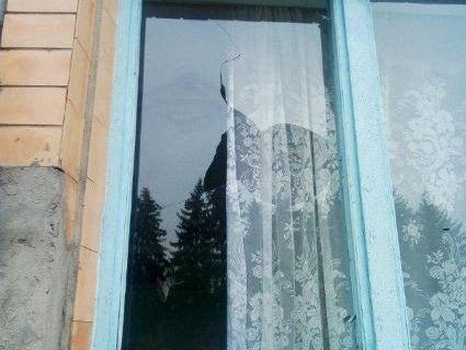 На Рівненщині розбили вікно виборчої дільниці