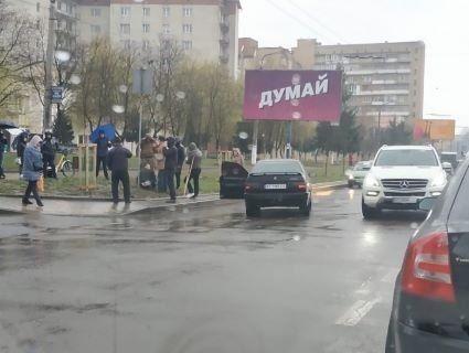 Людський самосуд: натовп помстився за збиту матір з дитиною