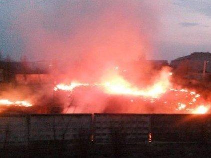 З'явилися фото охопленого полум'ям стадіону в Луцьку