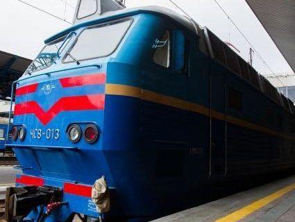 «Укрзалізниця» призначила 7 додаткових поїздів на Великдень