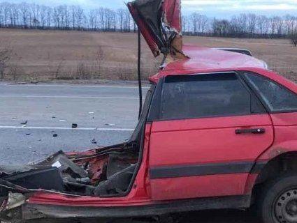 На Вінниччині автомобіль розірвало навпіл – двоє загиблих (фото)