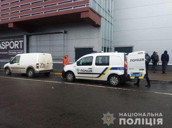 Масове «замінування» торгових центрі у Києві: евакуювали тисячі людей