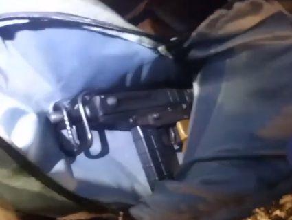 «Термінатор» на велику: у Вінниці затримали 18-річного юнака з автоматом (фото)