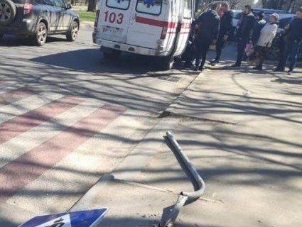 BMW  на тротуарі збив жінку з дитиною