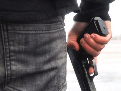 У Луцьку чоловік прийшов голосувати із пістолетом