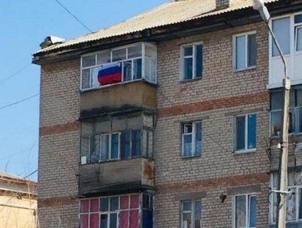 Під Запоріжжям молодь гуляла по вулиці з прапором Росії (фото)