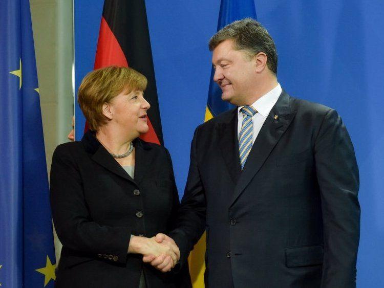Меркель привітала Порошенка із виходом у другий тур