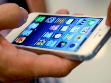 Скільки українців не можуть жити без смартфона