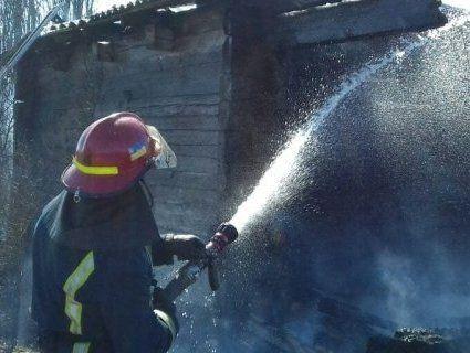 На Рівненщині через спалювання сухостою згорів будинок (фото)