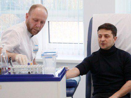 «Доктор» із масовки: кров у Зеленського брав актор зі «Сватів»