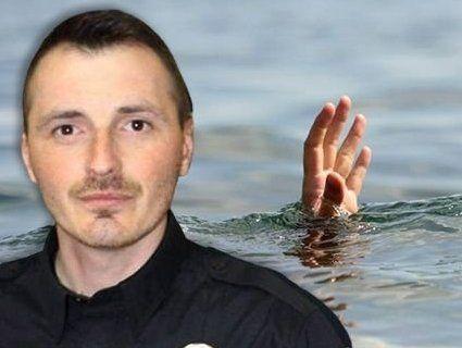 Герой нашого часу: патрульний стрибнув з мосту, щоб врятувати людину