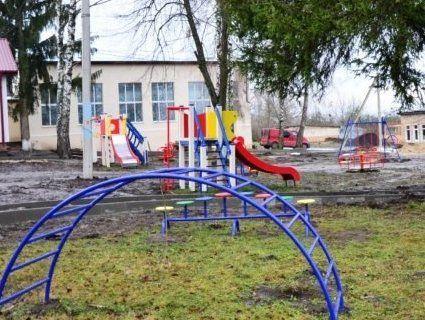 У дитсадку під землю провалився ігровий майданчик