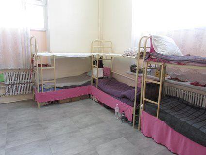 Рожеві простирадла, душ та окремий туалет: в яких умовах Зайцева відбуває покарання (фото, відео)
