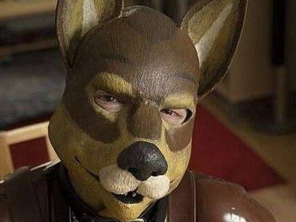 Набридло бути людиною: британець вирішив стати собакою (фото)