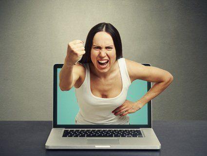 Жінку арештували за гнівні коментарі під дописами колишнього
