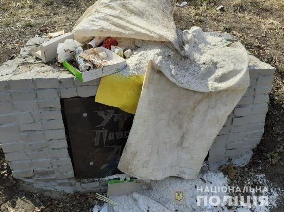 Мерзотники познущалися із пам'ятника воїнам УПА в центрі Харкова (фото)