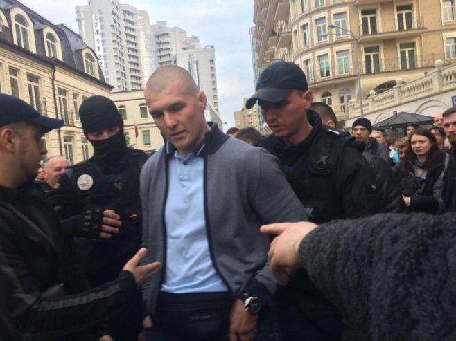 Тітушки напали на пікет біля офісу Зеленського (фото)