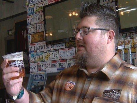 Чоловік дотримується посту, вживаючи лише пиво (фото)