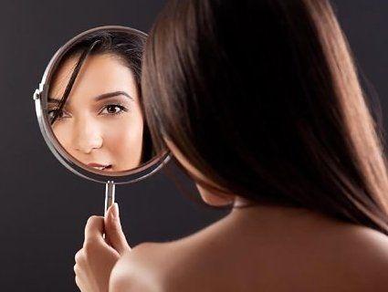 Вчені назвали шкоду від надмірного розглядання себе у дзеркалі