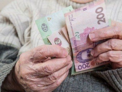 Кому в Україні виплатять 13 пенсію