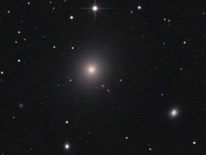 Показали першу в історії світлину чорної діри (фото, відео)